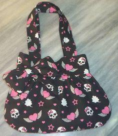 Bolsa Infantil Fabric Purses, Fabric Bags, Handbags, Shoes, Fabric Handbags, Easy Bag, Diy Wallet, Bag Tutorials, Jean Bag