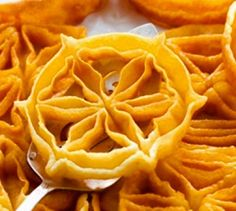 Erzurum Demir Tatlısı - Pratik Tatlı Tarifleri Rosette Cookies, Turkish Sweets, Food Words, Chiffon Cake, Trifle, Cobbler, Tea Time, Waffles, Deserts
