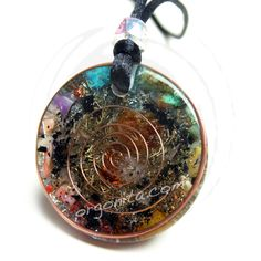 Pieza única y reversible, FLOR DE LA VIDA - CHAKRAS Mira su otro lado en:  http://orgonita.net/tienda/colgante-de-orgonite-6511.html