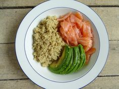 Vlugge quinoa met zalm en avocado Quinoa, Cantaloupe, Food And Drink, Lunch, Vegan, Fruit, Ethnic Recipes, Foodies, Lunches