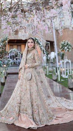 45 Trendy Wedding Indian Dress Saree - Source by brautgeflitter - Asian Bridal Dresses, Asian Wedding Dress, Pakistani Bridal Dresses, Pakistani Wedding Dresses, Indian Wedding Outfits, Bridal Outfits, Wedding Attire, Bridal Gowns, Walima Dress