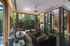 Tan's Garden Villa is a stunning house designed by architect Aamer Taher. The house has an area of 341 sqm and is located in Singapore. Interior Exterior, Interior Architecture, Interior Design, Garden Villa, House In Nature, Lounge Decor, Tropical Houses, Interior Inspiration, Ideal Home