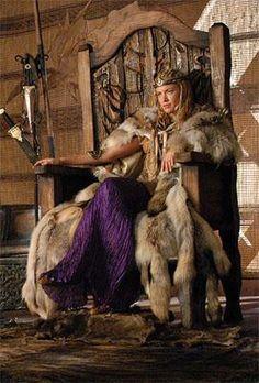 Kristanna Loken, actrice étatsunienne d'origine norvégienne, dans le rôle de Brunhild, la Valkyrie, reine d'Islande.