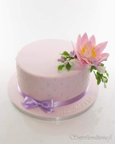 Nimiäislakku www.superkonditoria.fi Cake Birthday, Mini Cakes, Sweet Treats, Chocolate, Desserts, Ideas, Food, Decorating Cakes, Tailgate Desserts