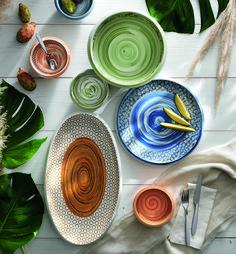 Caos è dedicata alla tavola più accesa, quella dei colori dalle tonalità più marcate. Il blu, il verde e l'arancio come protagonisti dei momenti più spensierati. Plates, Tableware, Kitchen, Green, Licence Plates, Dishes, Dinnerware, Cuisine, Griddles