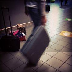 Sustituye tu vieja #maleta #luggage  y evita dolores de espalda #seguro que la tienes más que amortizada.. Nos preocupamos por ti, por eso te  ofrecemos  la nueva a un precio inigualable . #lowcost  las #vacaciones #holidays son para disfrutarlas y no empezarlas #agotado.  la #promocion la tienes #disponible en #bolsosazkona #outletgacela #thebackpack #nosvemosenlastiendas