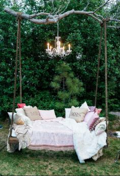 Absolutely adore this wedding lounge area! So romantic and shabby chic! {Table 6 Productions}