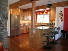 Kitchen peninsula baseboard transition
