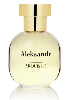 Arquiste Aleksandr is a perfume of contrasts. It contrasts cool violets and winter snow with warm Russian leather.