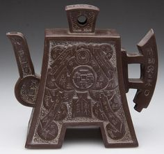 CHINESE YIXING ZISHA CLAY POTTERY ARTISTIC DARK-BROWN TEAPOT