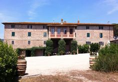 3 Bedroom Farmhouse in Magliano Toscana to rent from £428 pw. With air con and TV.