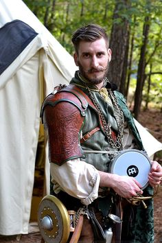Larp bard, musician, live action roleplaying, rogue.