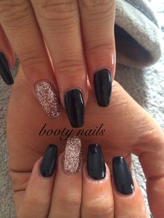 Black and rose gold acrylics Black Gold Nails Design Gold coffin nails black and gold - Coffin Nails Black Gold Nails, Black Acrylic Nails, Glitter Acrylics, Rose Gold Nails, Gold Gold, Black Acrylics, Matte Black, Rose Gold Glitter, Homecoming Nails