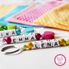 farbige Schlüsselanhänger mit Namen - ein tolles Geschenk <3 #naehfein #name #personalisiert #anhänger #bunt #mädchen #jungen