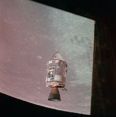 This image of the Command and Service Modules orbiting the moon during the Apollo 15 mission. The Sea of Fertility and the Taruntius crater are in view. Apollo Space Program, Nasa Space Program, Moon Buggy, Apollo Moon Missions, Soyuz Spacecraft, Moon Surface, Planets And Moons, Nasa History, Space Race