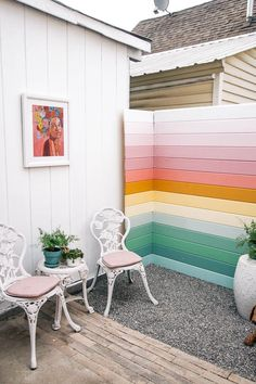 how to decorate a patio cheap- ideas. Inexpensize outdoor designs on a budget. Affordable decks and decorating diy projects and pictures of them. Backyard makeover and small spaces outside- how to add Home Design, Modern Design, Diy Home Decor, Room Decor, Diy Casa, Backyard Makeover, Interiores Design, House Colors, Home Furnishings