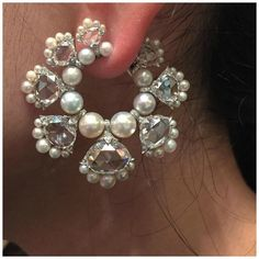 An incredible diamond and pearl earring by Viren Bhagat. Via FD Gallery.