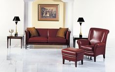 The upholstered suite Delano is an English classic and features a curved profile.