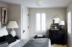 The coastal theme is picked up in the guest room wherea framed vintage nautical flag hangs above the bed. The bench is by Caste, and the lamp is by Robert Morrissey.