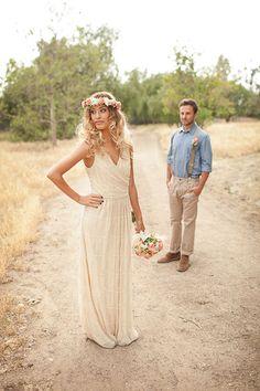 S'inspirant à la fois du style hippie chic et du thème de la vie d'itinérance, une robe bohème chic casse les codes et se libère des contraintes des robes de mariée classiques. La robe de mariée bohème chic est simple, elle peut être en maille de couleur crème ou ivoire ce qui mettra encore plus …