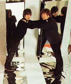 Paul McCartney and John Lennon Great Bands, Cool Bands, Recital, El Rock And Roll, John Lennon Paul Mccartney, Liverpool, Beatles Photos, The Fab Four, John Paul