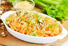 Salads are great for integrating your daily dose of healthy greens into your meals. Check out these recipes to throw together a salad that's not only healthy, but also delicious as well! Cheeseburger Quesadilla, Carrot Curry, Carrot Salad Recipes, Homemade Curry, New Recipes, Healthy Recipes, Curry Spices, Quick Easy Meals, Carrots