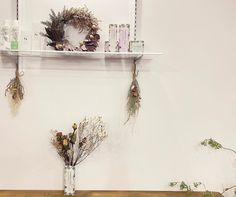 """神戸市垂水区のプリザとドライの小さな花屋's Instagram post: """"・ お友達が働いている @offrir8  さんからご依頼をいただき、お手持ちのドライフラワーを混ぜながら制作と飾り付けをさせていただきました🌿 受付とシャンプー台に設置させていただいてます😊…"""" Wreaths, Instagram, Home Decor, Atelier, Door Wreaths, Deco Mesh Wreaths, Interior Design, Home Interior Design, Floral Wreath"""