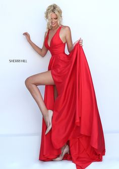 Sherri Hill dresses are designer gowns for television and film stars. Find out why her prom dresses and couture dresses are the choice of young Hollywood. Sherri Hill Prom Dresses, Prom Dresses 2018, Grad Dresses, Ball Gown Dresses, Trendy Dresses, Satin Dresses, Dance Dresses, Fashion Dresses, Dress Up