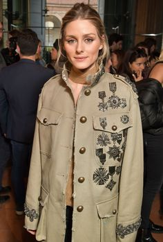 The stylish shows don't stop – and neither do the stars bringing their A-game to the front rows, parties and streets Customised Denim Jacket, Costum, Look Fashion, Fashion Outfits, Olivia Palermo Style, Mode Jeans, Mode Style, Military Fashion, Nice Dresses