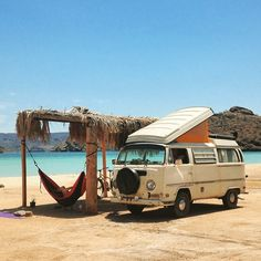 This is a lovely photo! Love the VW van, too high maintenance, but love love love it! Vw Camper, Vw Caravan, Vw Bus T2, Kombi Motorhome, Volkswagen Bus, Vw T1, Volkswagen Models, Vw California Beach, Vw Beach