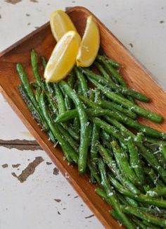 These oven roasted green beans only take a few minutes to put on a baking sheet toss in oil in seasoning and roast until tender crisp. Finishing them with lemon juice and Parmesan cheese just makes them even more special. Lemon Garlic Green Beans, Parmesan Green Beans, Salad Recipes Low Carb, Healthy Recipes, Keto Recipes, Healthy Food, Rice Recipes, Yummy Recipes, Recipies