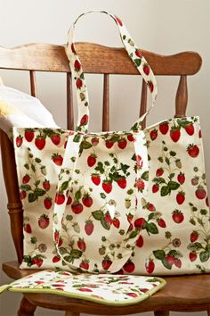 RHS Strawberry Shoulder gusset bag in PVC. Lined with a zip pocket and magnetic clasp. Wipe clean with a damp cloth.