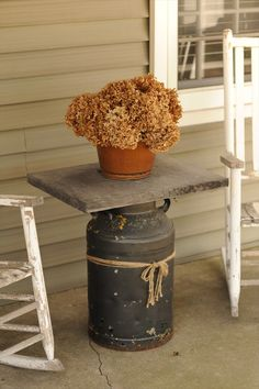 Rustic Farmhouse Porch Design Ideas -Gorgeous Rustic Farmhouse Porch Design Ideas - Wooden Spool and Milk Can Table This transformation is UNBELIEVABLE! Milk Cans Table Farmhouse, Farmhouse Front Porches, Rustic Farmhouse, Country Porches, Country Porch Decor, Country Homes, Farmhouse Ideas, Rustic Kitchen, Farmhouse Style