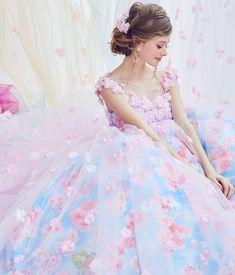 *⋆ฺ。 #marryドレス 2ndコレクションが全国で レンタル開始になりましたわーい . お花がテーマのドレスたち picは#桜ドレス です . 桜のプリントに薄ピンクのチュールを重ねたデザインが 珍しくってお気に入り✨ チュールには桜のお花もついてますー . 他のドレスもとっても可愛いので、 #ドレス探し 中のプレ花嫁さんは ぜひ試着してみてください . 取扱店舗はmarryの記事でチェックできます . #ウェディングドレス #カラードレス #ドレス選び #ドレス探し #フラワードレス #ドレス迷子 #ドレス試着 #kiyokohata #キヨコハタ #キヨコハタ✖️marry #marryxoxo #プレ花嫁 #結婚式 #披露宴