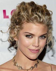 http://www.ionline.com.br/wp-content/uploads/2013/01/penteados-presos-para-cabelo-cacheado-8.jpg