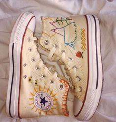 Custom Embroidered Converse by GroovyBeeStudio on Etsy - embroidery Converse Shoes, Diy Converse, Converse Chuck Taylor, Diy Kleidung, Aesthetic Shoes, Embroidered Clothes, Painted Shoes, Diy Embroidery, Custom Shoes