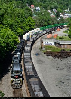 RailPictures.Net Photo: NS 1065 Norfolk Southern EMD SD70ACe at Williamson, West Virginia by Billy Hager