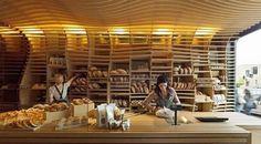 Alejandro: Interior de una panaderia bastante moderna estructurada todo en madera convinando con el color de la masa y el pan.