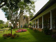 Muy cercana a Coatepec se encuentra este pequeño poblado con la más clásica vida pueblerina, la cual puede ser sabrosamente comentada por su cronista Don Amado Izaguirre.