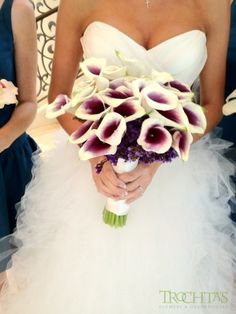 Purple and white calla lily bouquet. #trochtas #wedding #bouquet #purplecallelilly