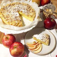 Sbriciolata con mele e crema pasticcera... Semplice ma super golosa!! La ricetta sul nostro sito nella sezione our works - dolci golosi