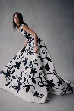 New York Fashion, Fashion News, Fashion Beauty, Fashion Show, Women's Fashion, Fashion Editorials, High Fashion, Luxury Fashion, Fashion Trends