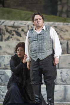 Il Tabarro. Turiddu (Francesco Anile) and Santuzza (Anda Louise Bogza)