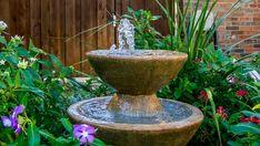 Ein #Springbrunnen im #Garten schafft eine herrliche Atmosphäre. Er wirkt beruhigend und sieht einfach gut aus.   #Wasser #Gartenbau #Brunnen