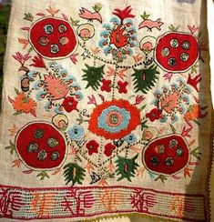 This Pin was discovered by Kız Embroidery Applique, Cross Stitch Embroidery, Embroidery Patterns, Turkish Art, Pin On, Thread Art, Diy Crochet, Design Crafts, Textile Art