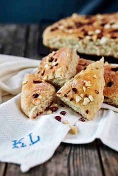 Easy oven pan bread / Helppo peltileipä - K-ruoka Oven Pan, Pan Bread, Sweet And Salty, Bagel, Scones, Recipies, Rolls, Pizza, Baking