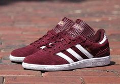 After recently converting to a Boost sole for chilling purposes, the adidas Skateboarding Busenitz Pro is back to basics for the essential on-board construction in a two-tone suede colorway. This time around the modern-classic skate shoe comes in rich maroon … Continue reading →