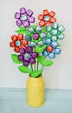 Trang trí tiệc sinh động với 3 cách làm bình hoa kẹo ngọt | Ai Khéo Tay