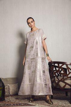 MOUNAY Short Sleeve mesh with gold foiling detail kaftan dress for Ramadan Mob Dresses, Modest Dresses, Trendy Dresses, Simple Dresses, Nice Dresses, Abaya Fashion, Muslim Fashion, Modest Fashion, Fashion Dresses