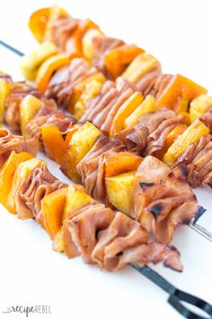 Hawaiian Ham and Pineapple Skewers: A super simple, appetizer, lunch or dinner that comes together in minutes! Easily customize to your tastes. Perfect cold for a picnic lunch or cook them on the grill or in the oven for the perfect easy meal! Skewer Recipes, Pork Recipes, Paleo Recipes, Appetizer Recipes, Cooking Recipes, Skewer Appetizers, Paleo Appetizers, Barbecue Recipes, Barbecue Sauce